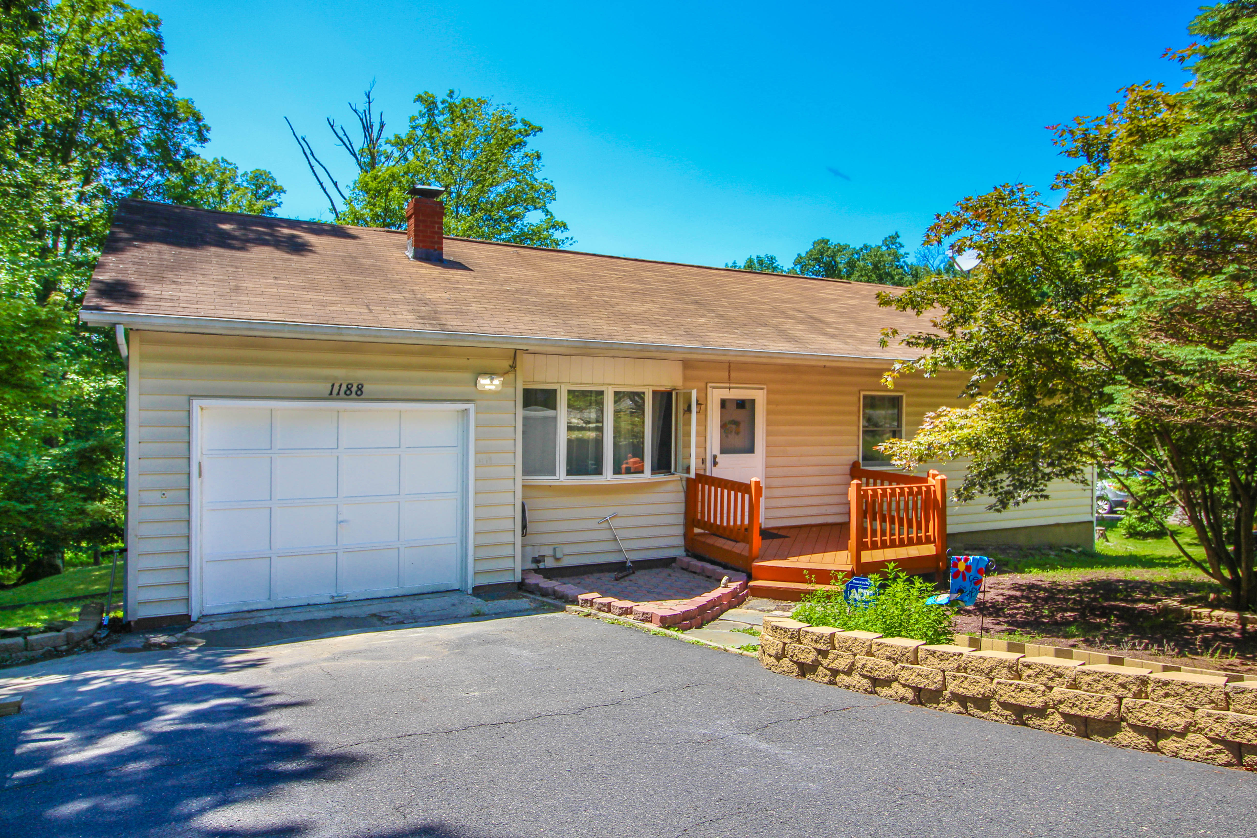 Bushkill Home For Sale Just Listed in Pine Ridge!