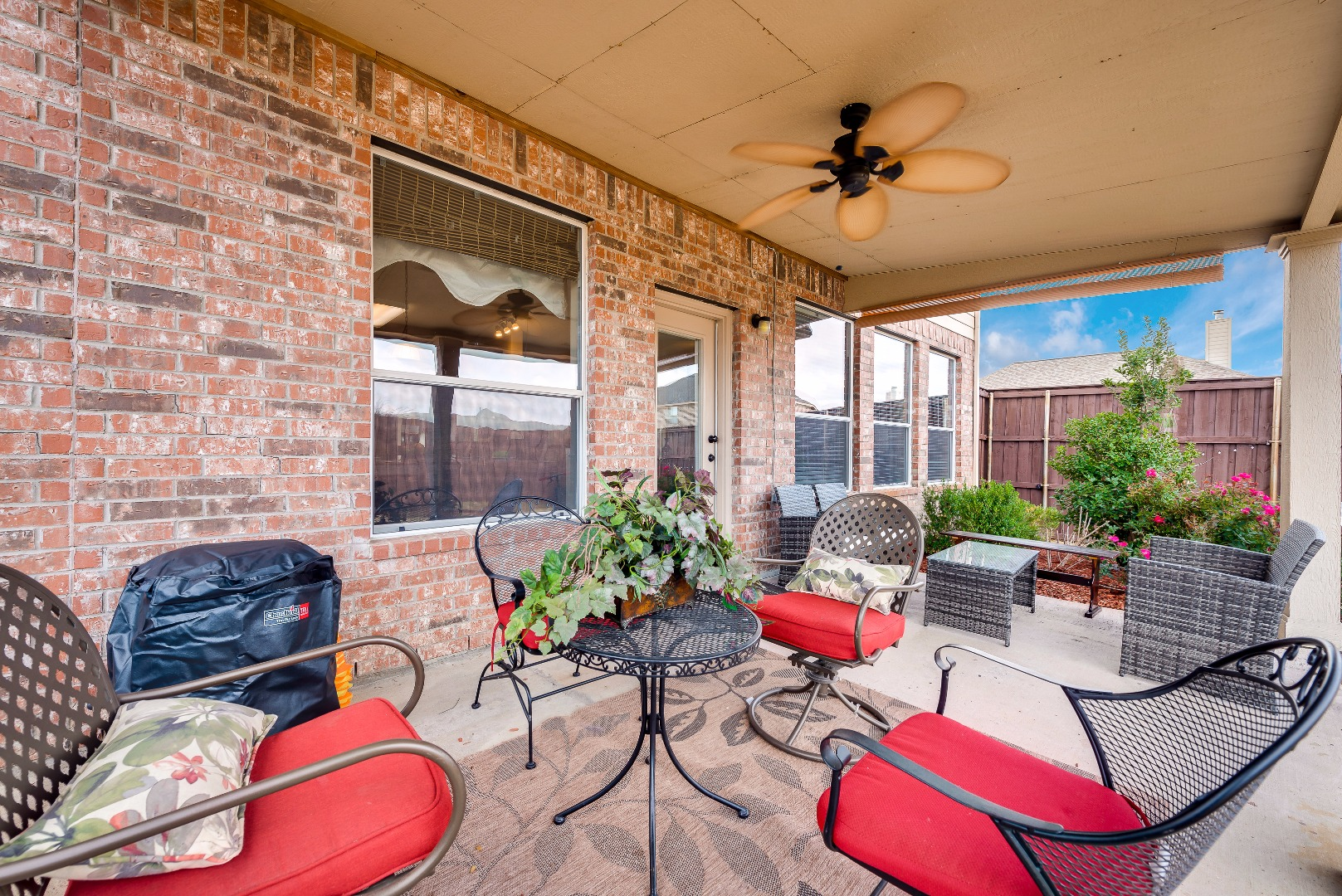 3033covered patio.jpg