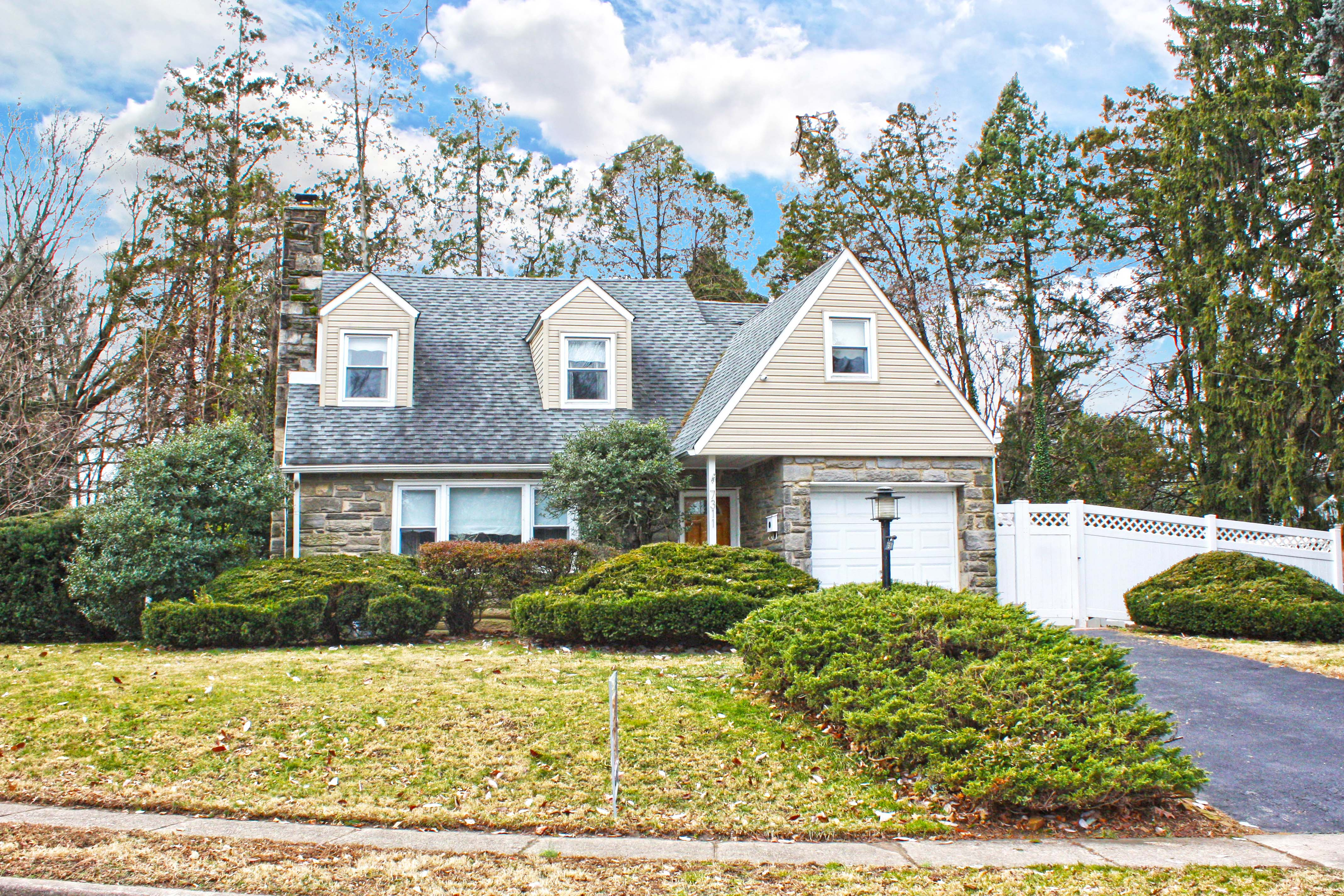 Elkins Park Home for Sale Just Listed in Oak Lane Manor!