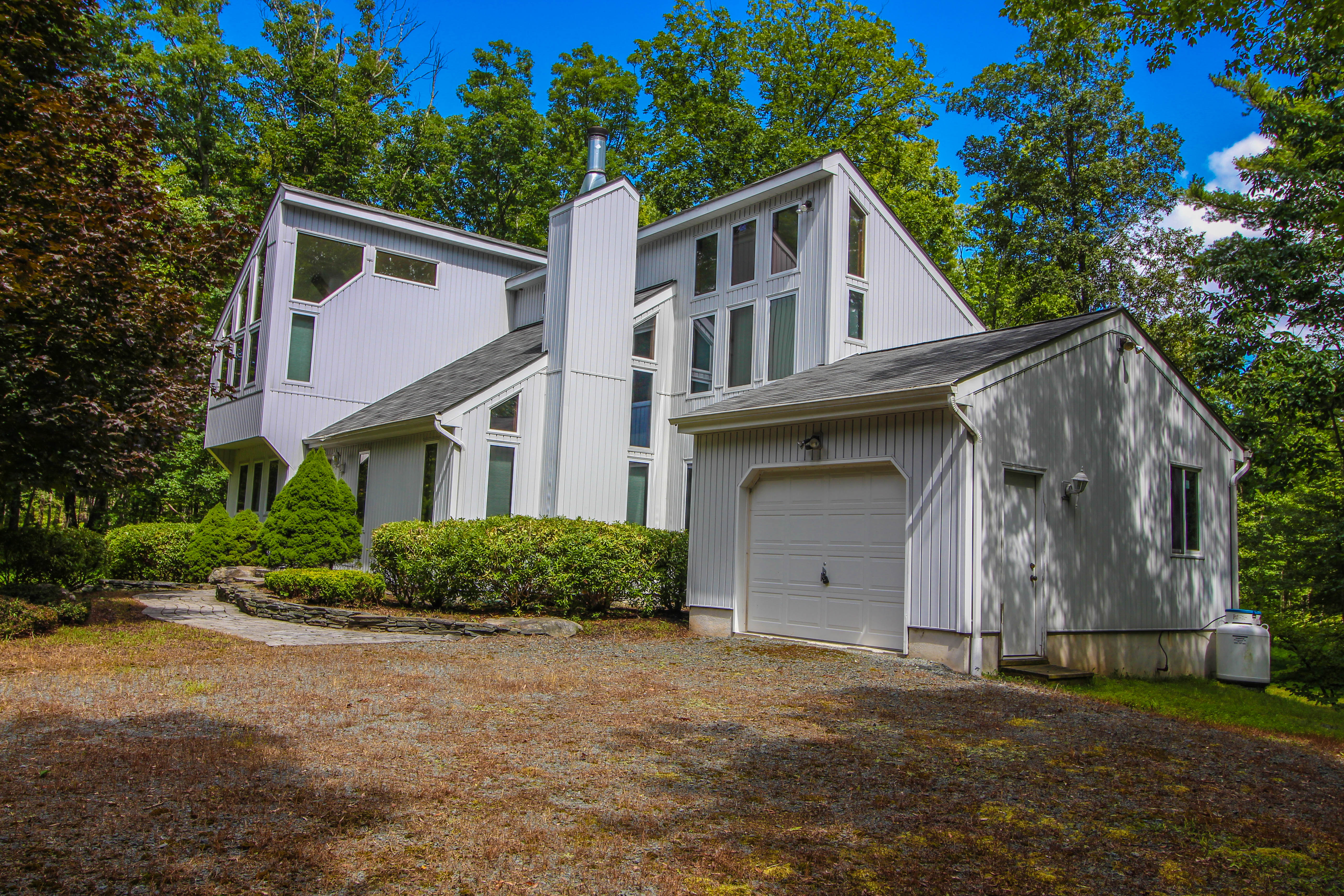 Canadensis Home For Sale Just Listed!