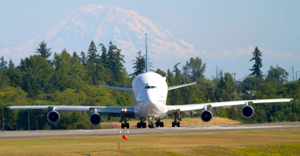 WindermereNorth_Mukilteo_-Modified-747-to-transport-787-parts-to-Boeings-factory-at-Paine-Field-1024x533.jpg