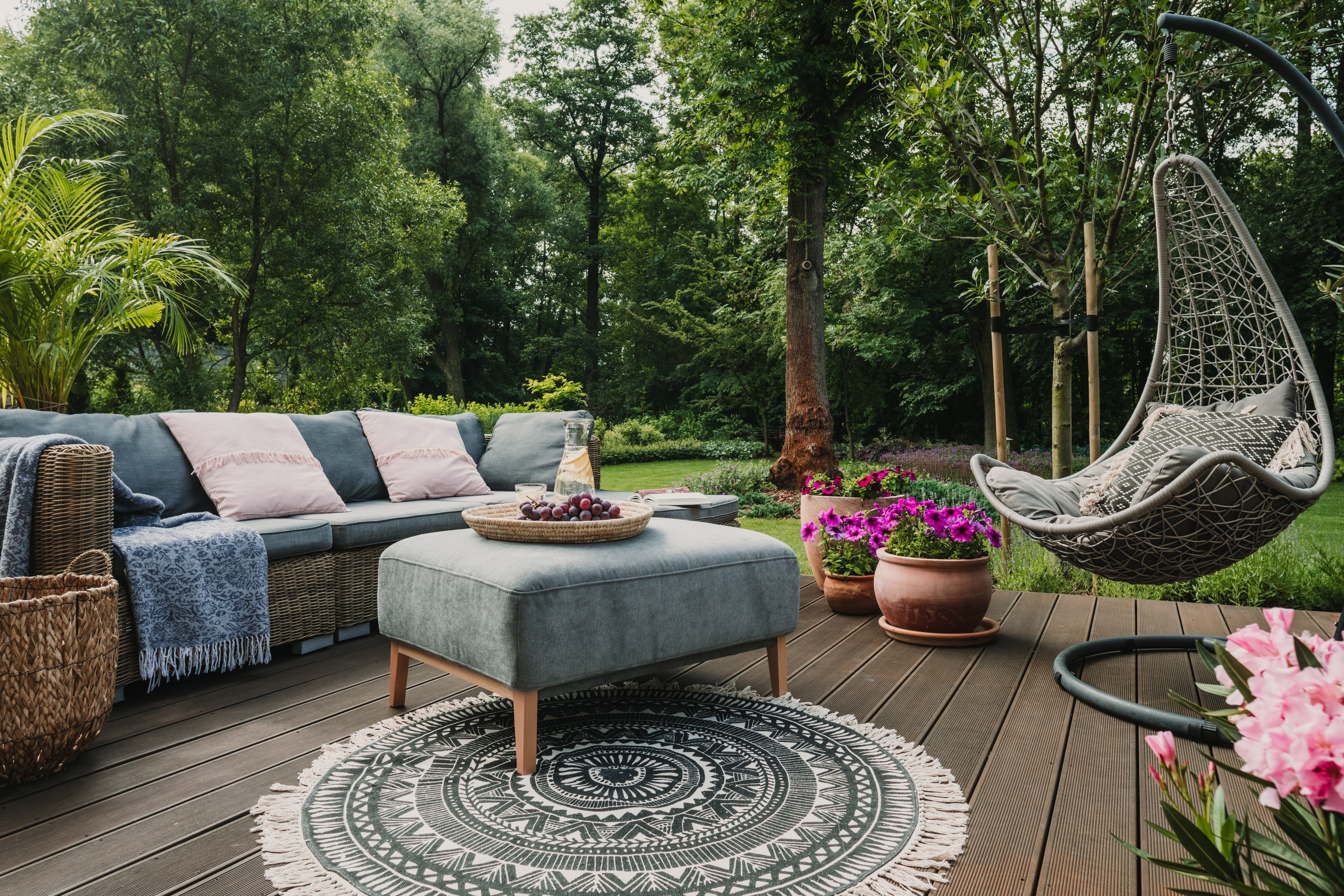5 TYPES OF PATIO SURFACES