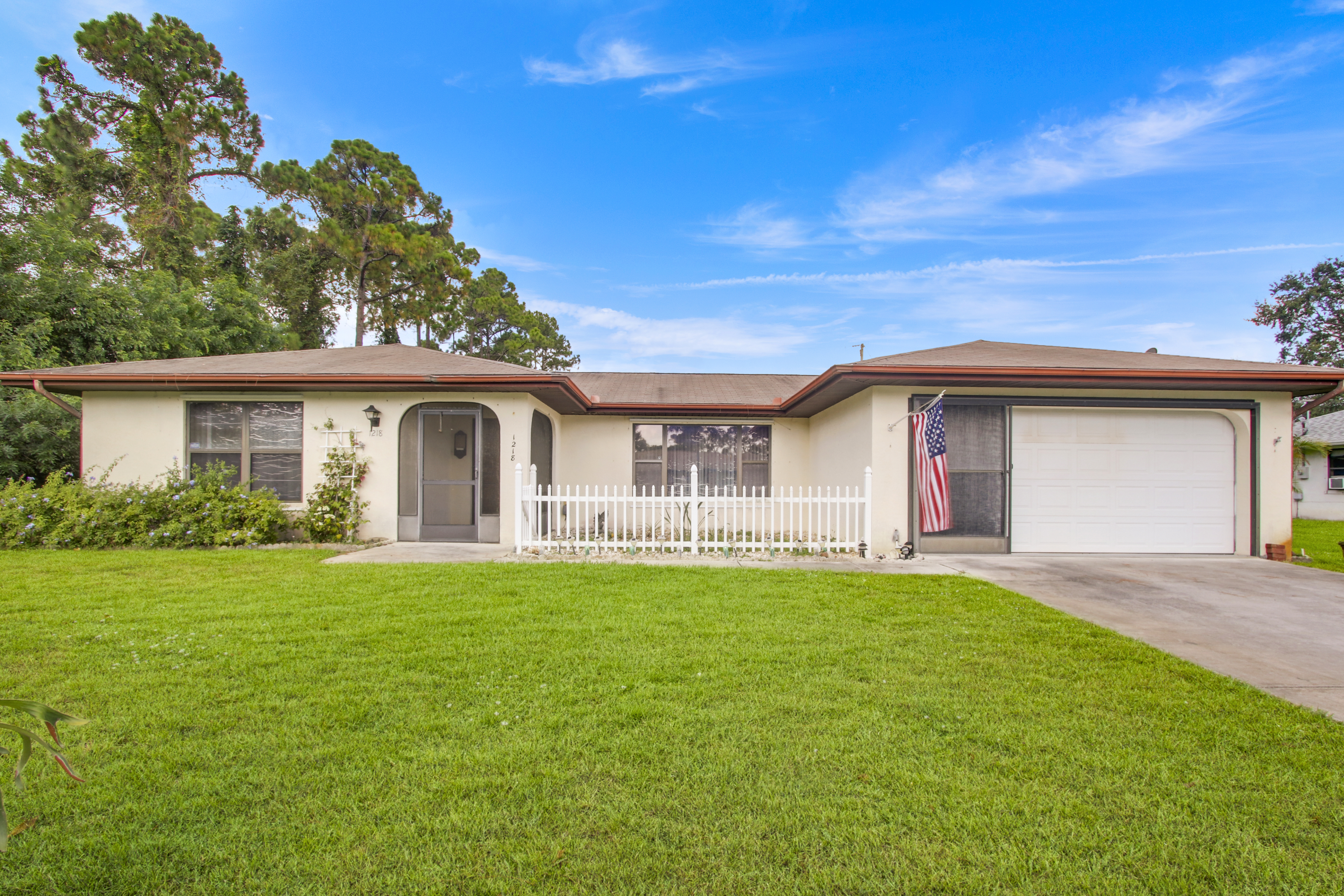 Just Listed: Lovely Pool Home in Port St Lucie!