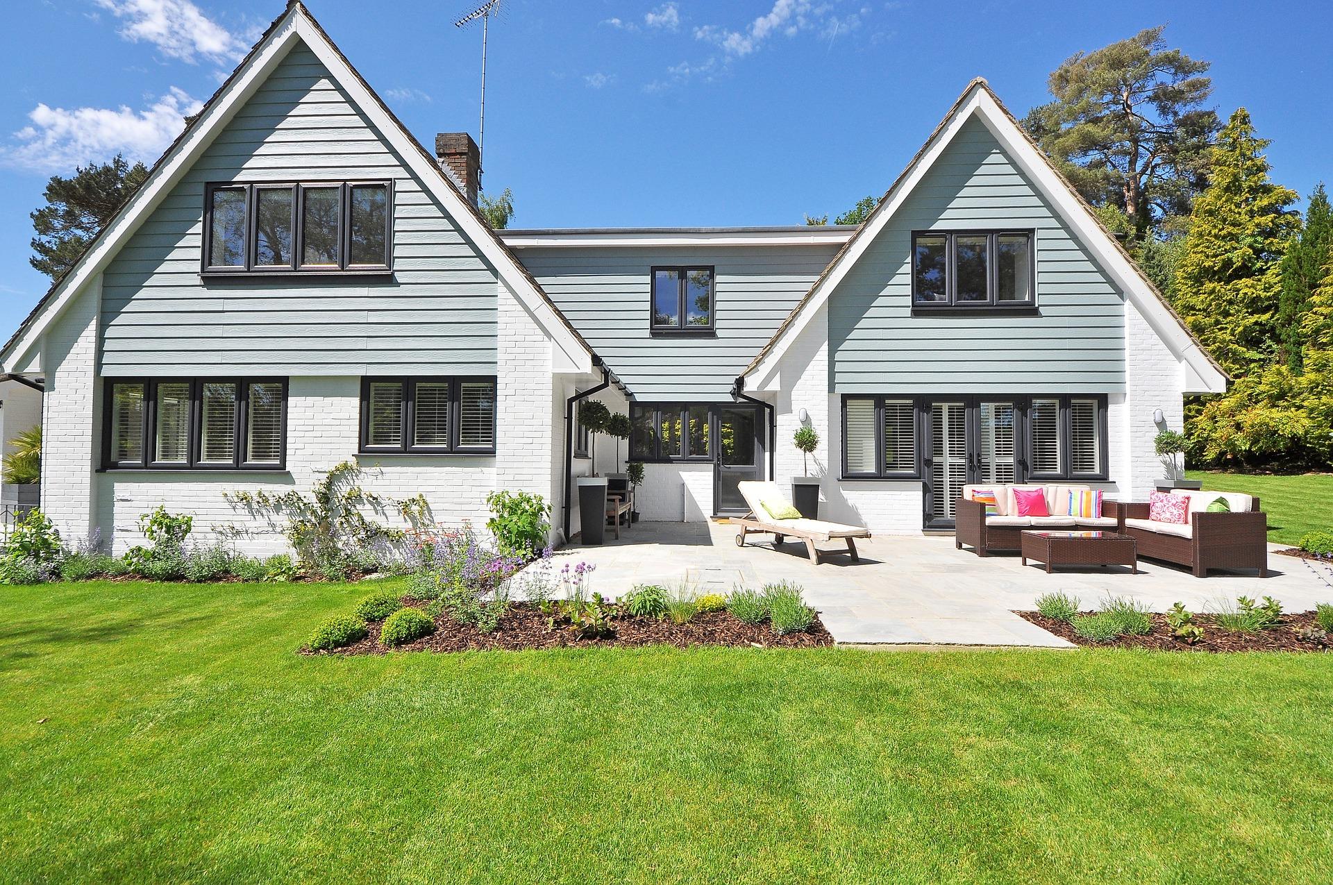new-england-style-house-2826065_1920.jpg