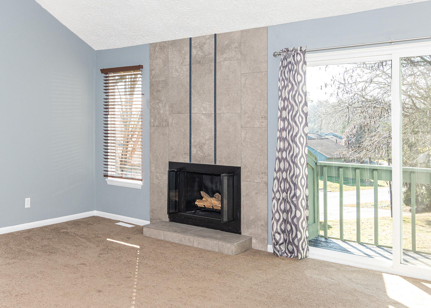 662 Blossom Dr Avon IN 46123-large-007-004-Fireplace-1400x1000-72dpi.jpg