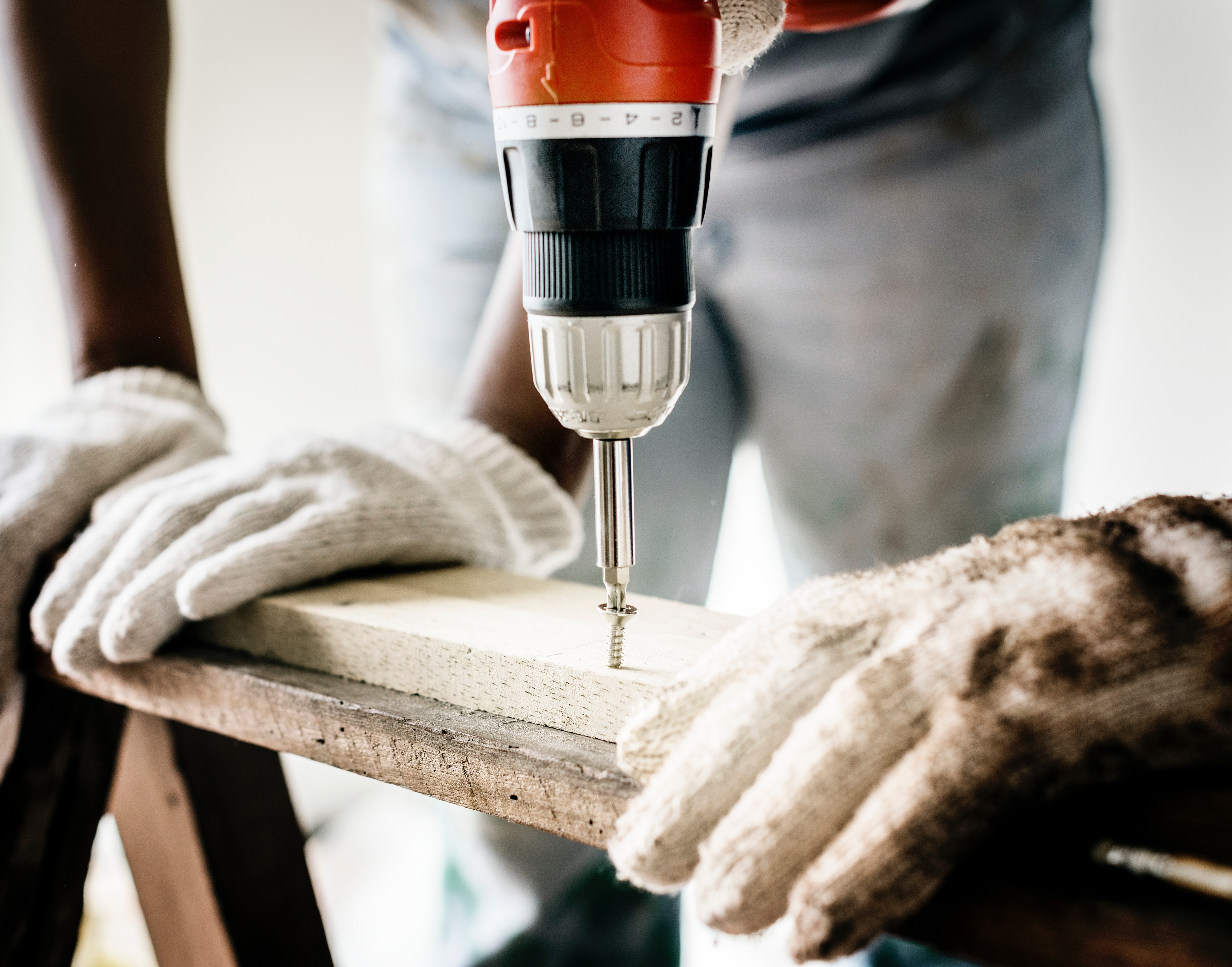 What You Need to Know About DIY and Professional Home Repairs