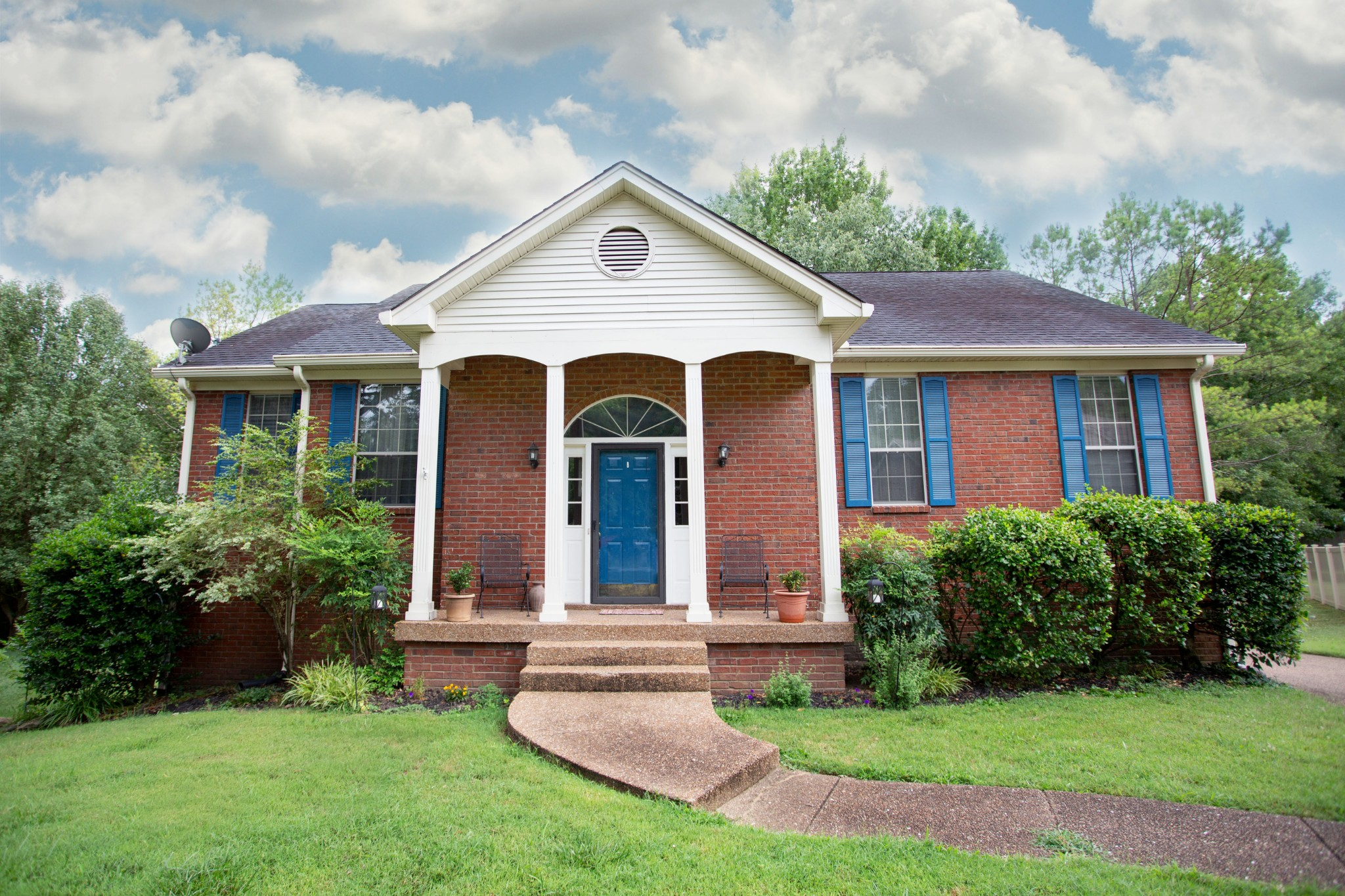 5 Bedroom 3 Bath Home On .43 Acre Treed Lot With Large Deck And Patio!  120 Buckingham Ct., Goodlettsville, TN.  37072