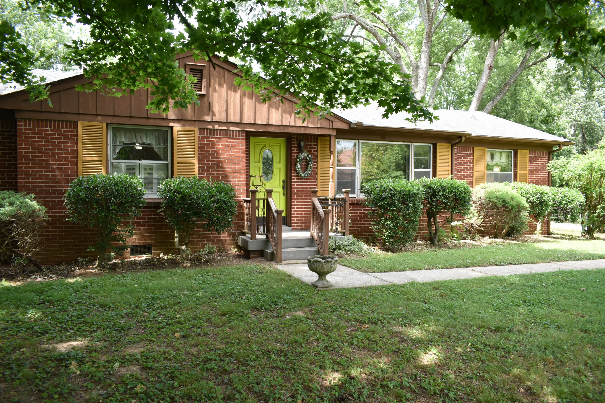 Charming All Brick Ranch With Over 1/2 An Acre Gorgeous Lot!  1020 Nancy Ave., Gallatin, TN.  37066